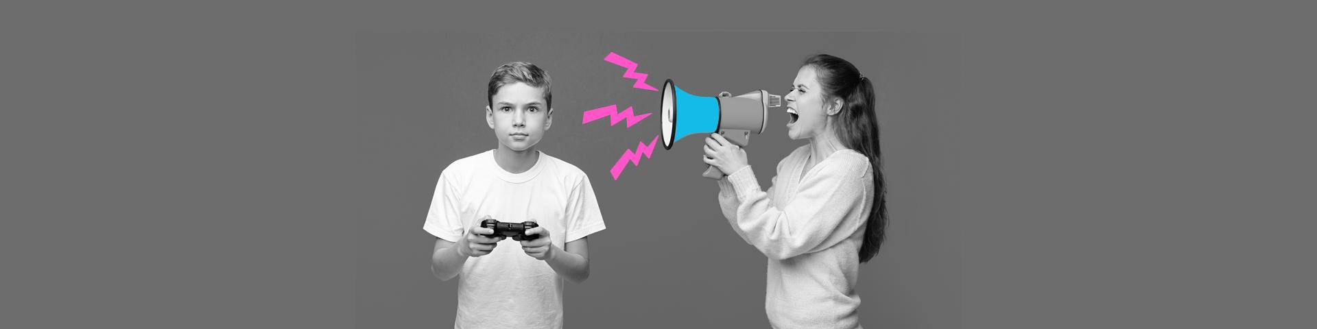 un enfant joue au jeu vidéo et se fait crier dessus par sa maman